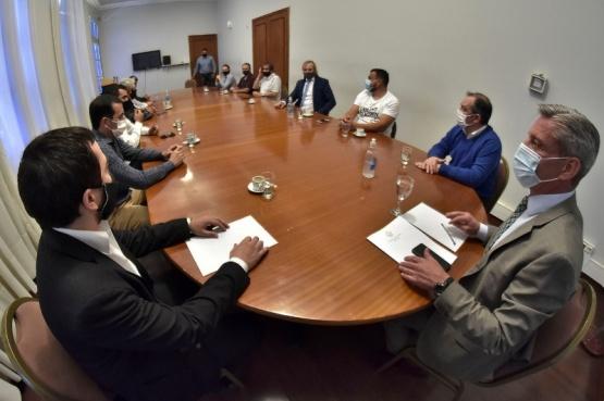 Reunión clave entre Arcioni y Cooperativas