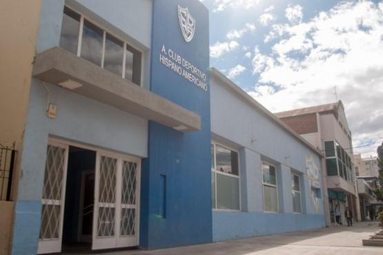 La sede del club en calle Alberdi luce impecable.