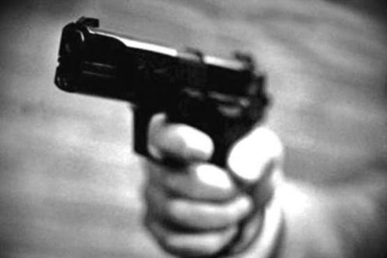 Los amenazó con un arma de fuego