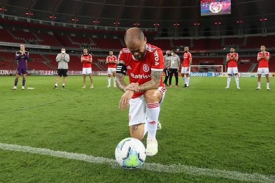 Emotiva despedida a D'Alessandro del Inter de Porto Alegre tras 12 temporadas
