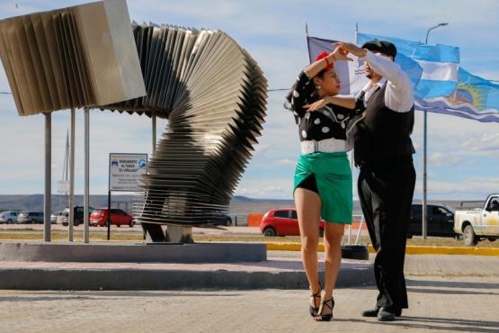 Río Gallegos| Se inauguró el Monumento al Tango en la costanera