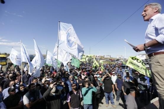 Chubut| Los gremios del trabajo respaldaron al gobernador  Arcioni
