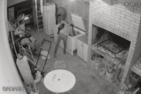 Lo contrataron para hacer el asado de un cumple de 15, se emborrachó y robó la carne