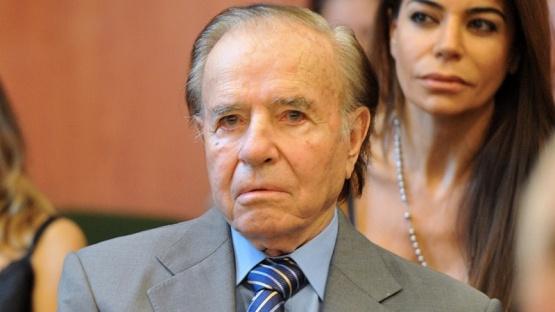 Carlos Menem continúa internado, estable y monitoreado