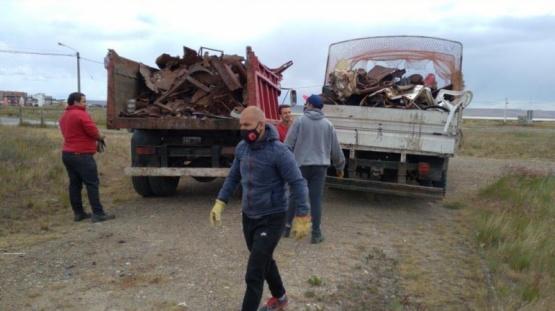 Río Gallegos   Sigue la limpieza en la costanera local