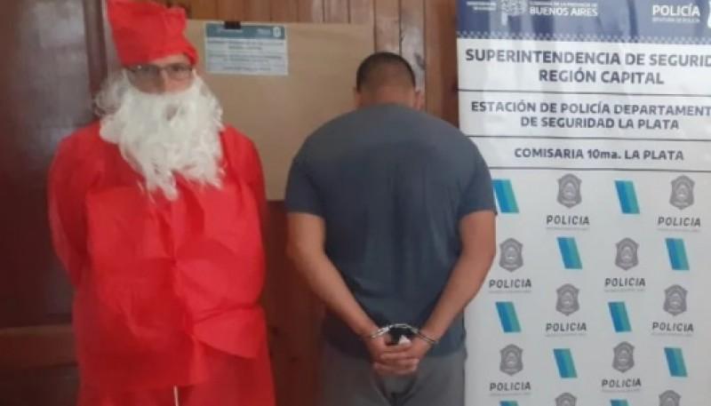 Un policía se disfrazó de Papá Noel para detener a un ladrón