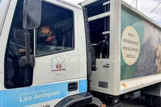 Janina Figueroa, la primera conductora del camión recolector de residuos