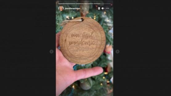 El polémico adorno navideño de Jennifer Aniston