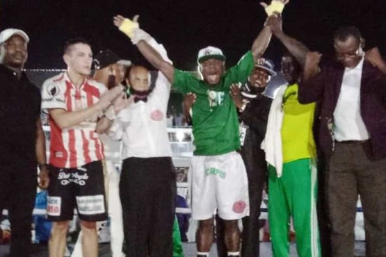 Chubut| Matías Montesino no pudo con el nigeriano Oyekola