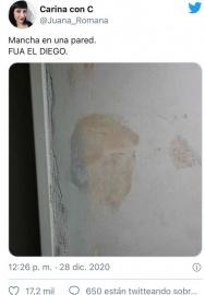 Una mujer asegura que ve la cara de Diego Maradona en una mancha de humedad