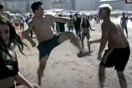Picadito y piñas en la playa: el partido que terminó en una batalla campal