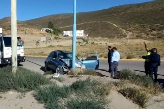 Comodoro Rivadavia  Se habría dormido y terminó estrellado contra un poste