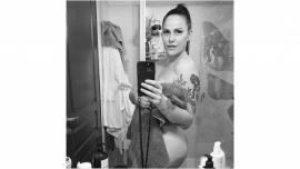 Connie Ansaldi calentó el 2021 con un desnudo completo