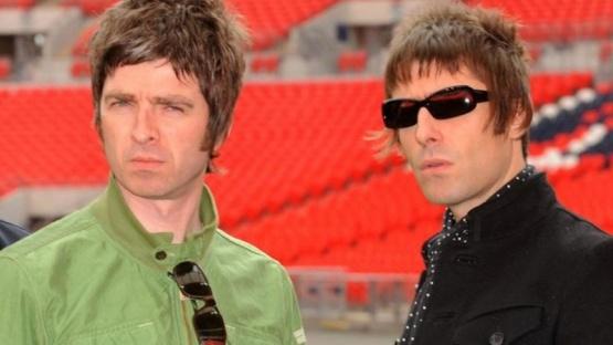 Liam Gallagher le insiste a su hermano Noel por la vuelta de Oasis