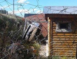 Río Turbio  Auto cayó al patio de una casa