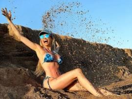 Vicky Xipolitakis compitió con la belleza del mar