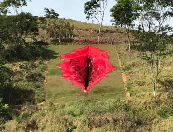 La escultura.
