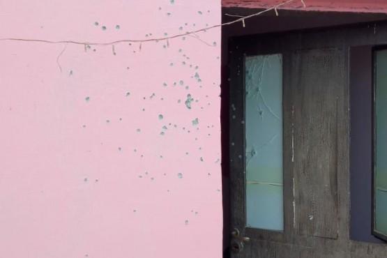 Estado en que terminaron la pared y la puerta tras los disparos.