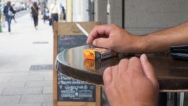 Buscan prohibir fumar en calles y terrazas por la transmisión de la nueva cepa de coronavirus