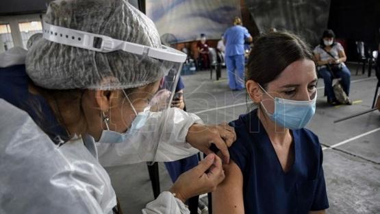 El 99,3% de las reacciones supuestamente vinculadas con la vacuna fueron leves o moderadas