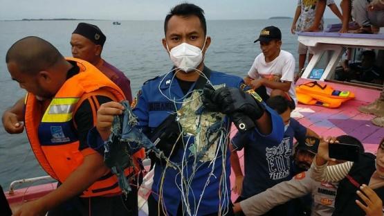 Desapareció un avión Boeing 737 con 62 personas a bordo