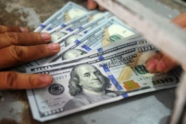 Cómo pedir la devolución del 35% de la compra del dólar ahorro