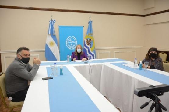 Alicia Kirchner destacó la firma de convenios del Gobierno Provincial
