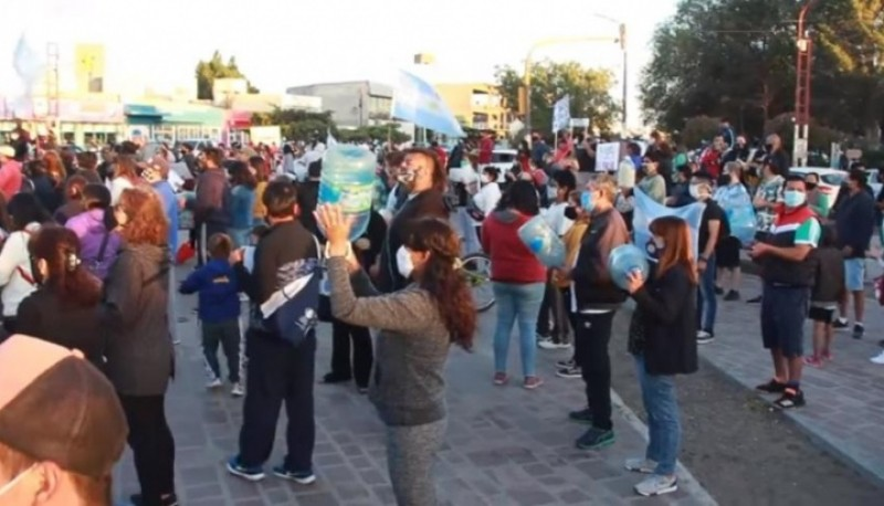 Marcha por pedido de agua realizada la semana pasada. (Imagen del video de Pablo Estefó)
