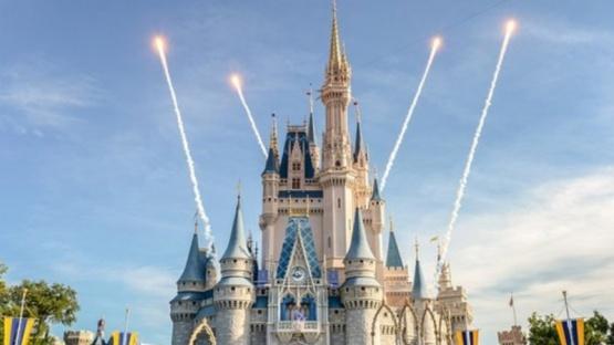 California convertirá Disneylandia en un centro de vacunación