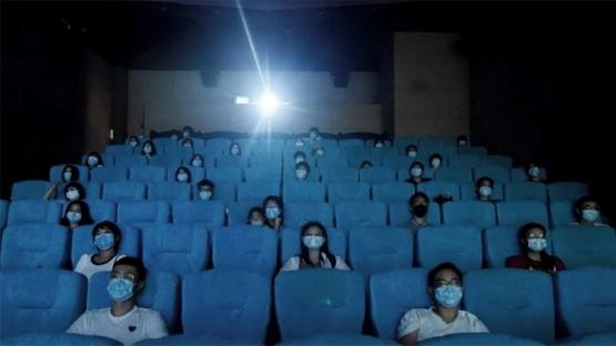 Preparan el decreto para habilitar los cines: cómo será el protocolo