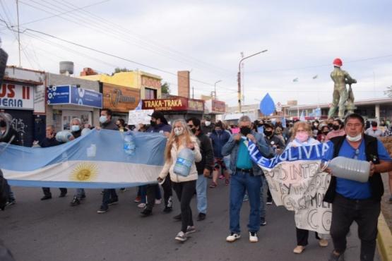 Caleta Olivia| Nueva marcha del agua: reclaman por una Ley que no satisface sus expectativas