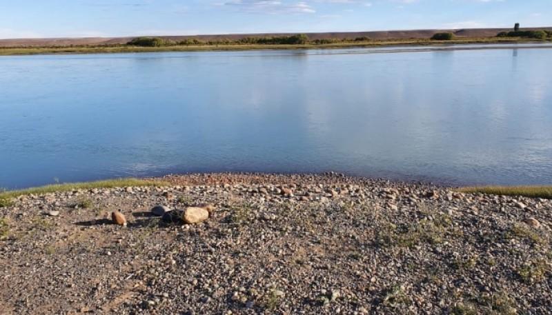 La vera del río Santa Cruz, donde sucedió el delito.