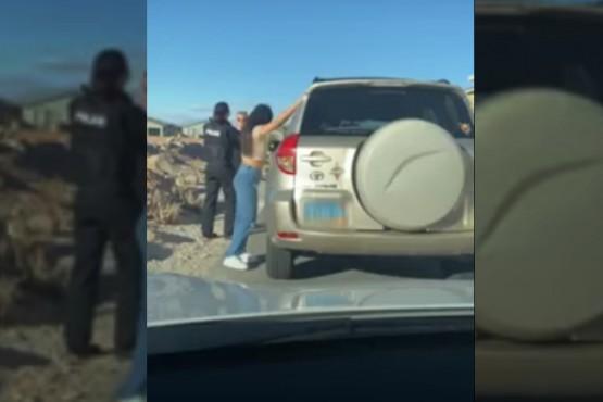 Detuvo un vehículo para realizar un test de alcoholemia y descubrió que su esposa lo estaba engañando