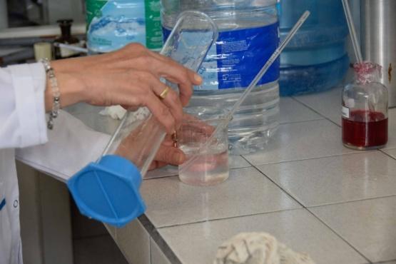 Río Gallegos| Laboratorio produce gran cantidad de alcohol en gel y sanitizante para manos