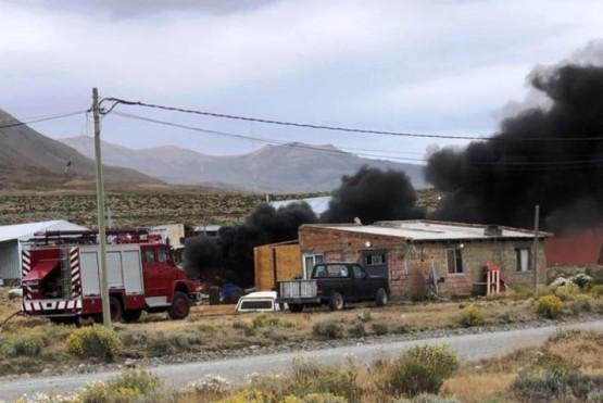 El personal de bomberos logró controlar las llamas.
