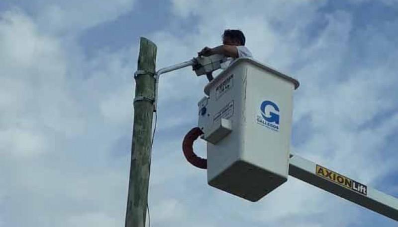 Río Gallegos  Avanzan las tareas de iluminación en el barrio San Benito