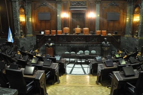 """Un diputado pidió que se vacune a los legisladores por ser """"esenciales"""""""