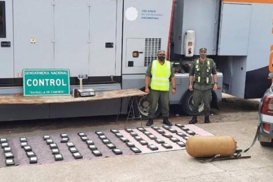 Viajaban con dos niños y llevaban 93 kilos de cocaína