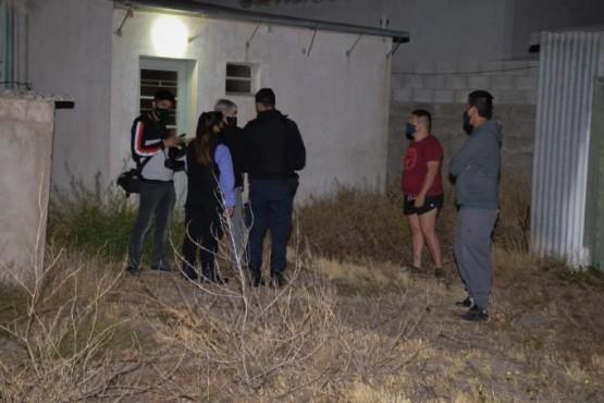 Efectivos de policía en el lugar del hecho, alrededor de las 21:10