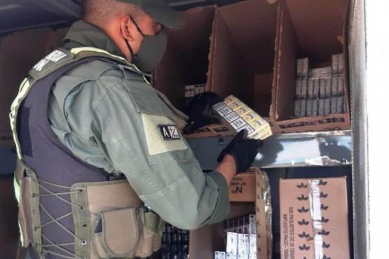 Gendarmería secuestró cigarrillos: encargado ofreció mercadería para que lo dejen pasar
