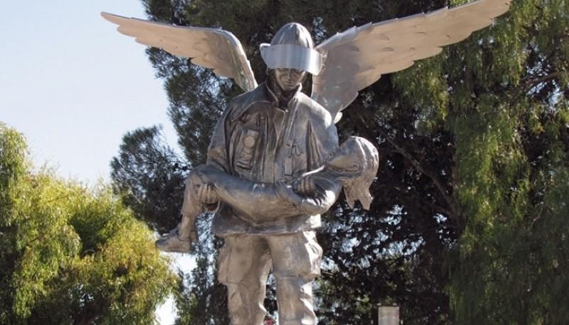 El monumento que recuerda a los jóvenes bomberos.