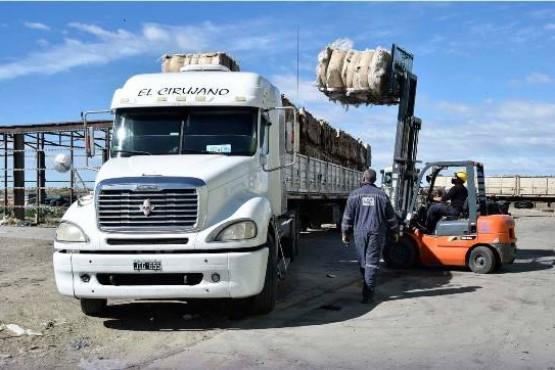 Río Gallegos  Se envió el primer camión con 26 mil kilos de vidrio recuperado del Vaciadero