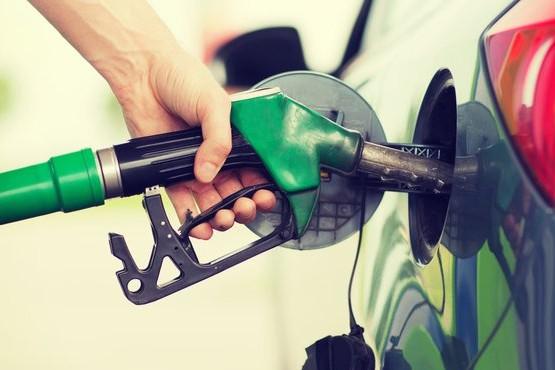 Detienen al playero de una estación de servicio por robar 130 mil pesos por semana en combustible