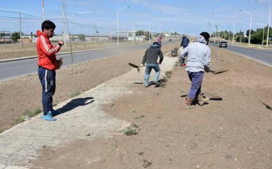 Río Gallegos| Continúan los trabajados de mantenimiento en la vía pública
