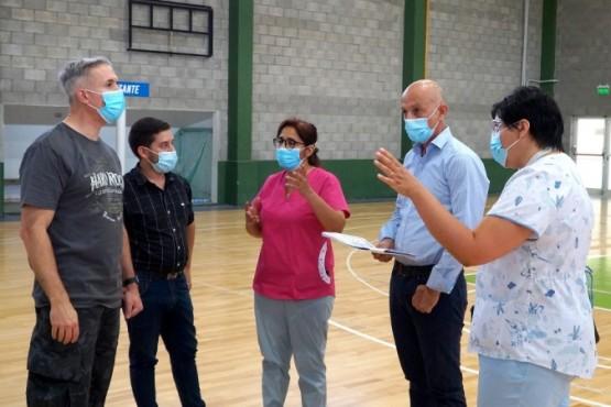 Caleta Olivia| El COE recorrió uno de los dos gimnasios donde montarán los Centros de Vacunación