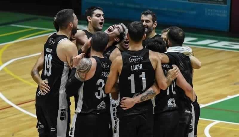 El Negro es uno de los equipos que tiene positivos en su plantilla.