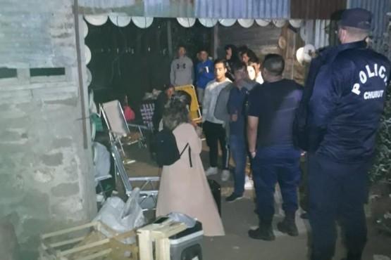 Rada Tilly  Desactivaron una fiesta clandestina en un galpón abandonado