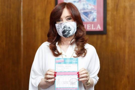 Cristina luego de recibir la primera dosis de la vacuna contra el COVID.