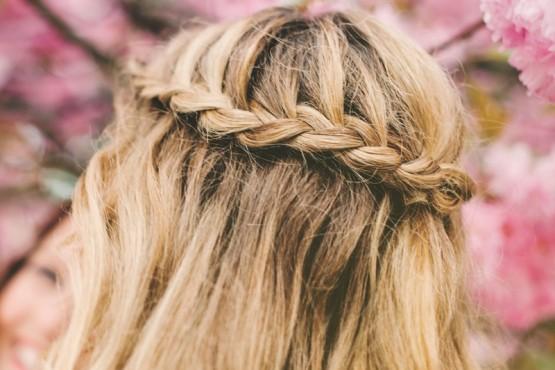 Trenza vincha: el peinado furor del verano en solo 5 pasos