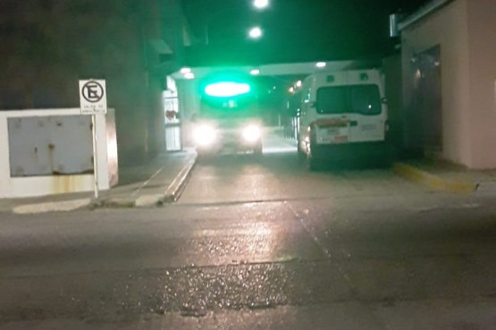 La ambulancia trasladó al herido al nosocomio de Puerto Deseado.